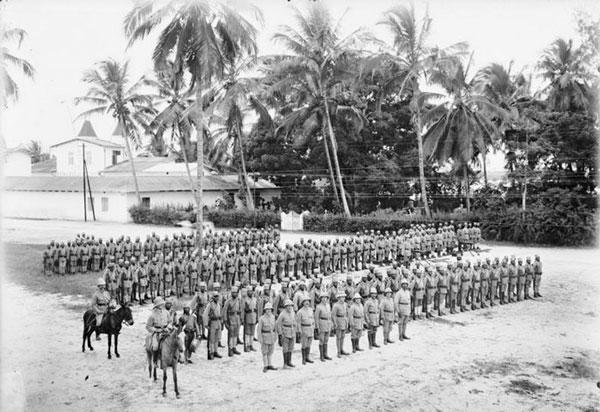 Askaris. Soldados coloniales en el África oriental alemana durante la Primera Guerra Mundial.